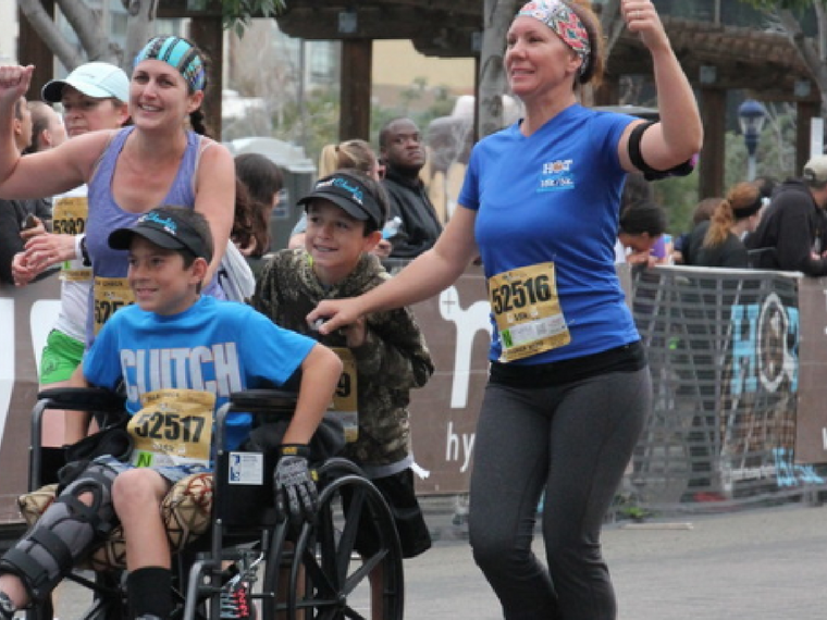 Injury can't keep 11-year-old from run for Ronald McDonald House